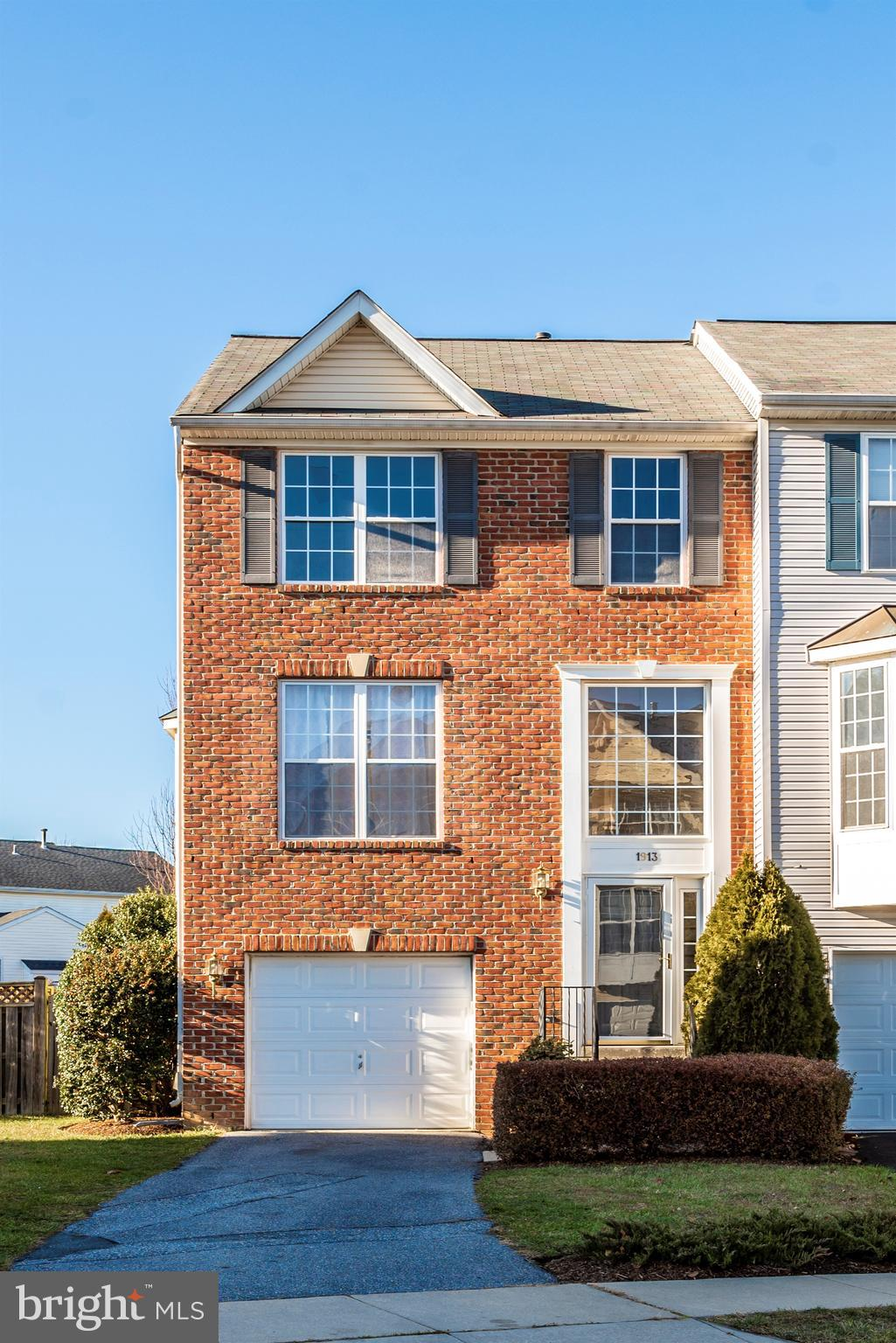 Move in ready! Welcome to this 3 bedroom, 2 1/2 bathroom brick front end unit with garage. This town