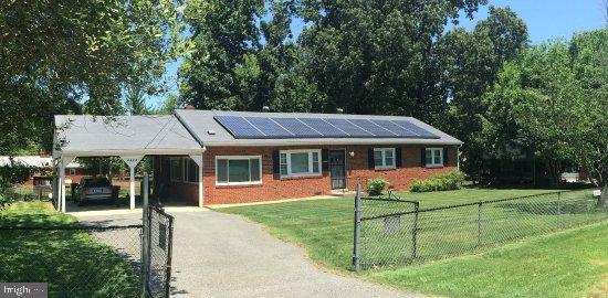 ***Brick Rambler with over 1,500 sqft.   Almost 1/2 acre lot!  Spacious rooms, newer HVAC system, en