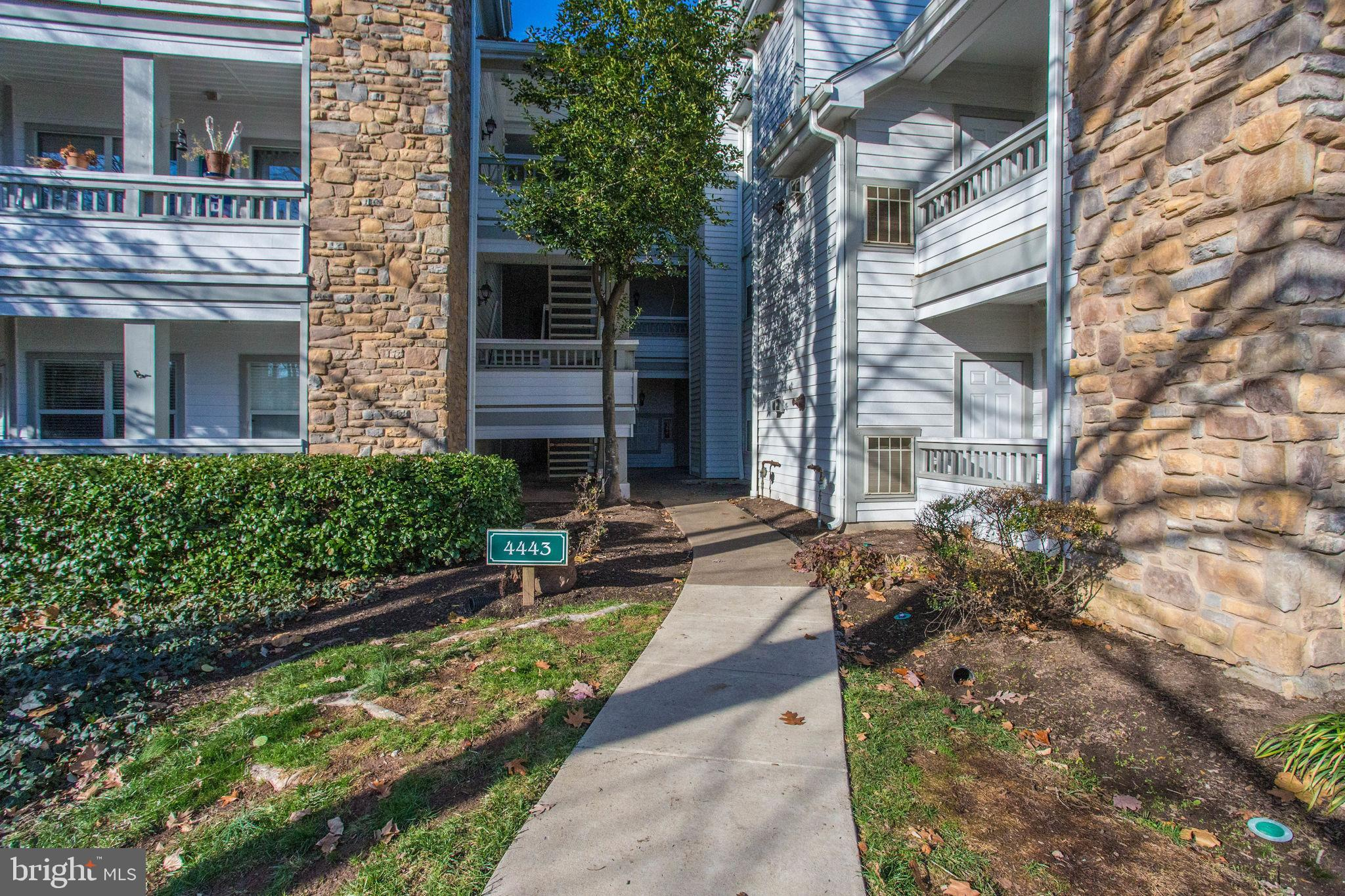 Gorgeous 1 BR, 1 BA Condo in the sought-after community of Stonecroft! Located on the second level,