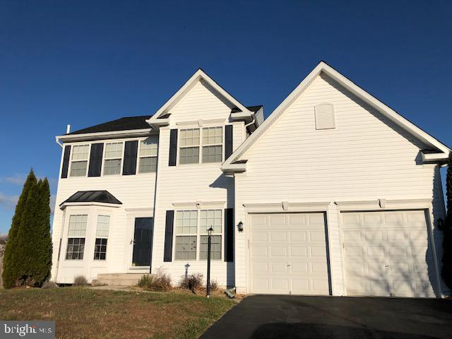 STUNNING HOME WITH EVERYTHING YOU WANT!!!: THIS FORMER MODEL HOME BOASTS BEAUTIFUL KITCHEN WITH SOPH