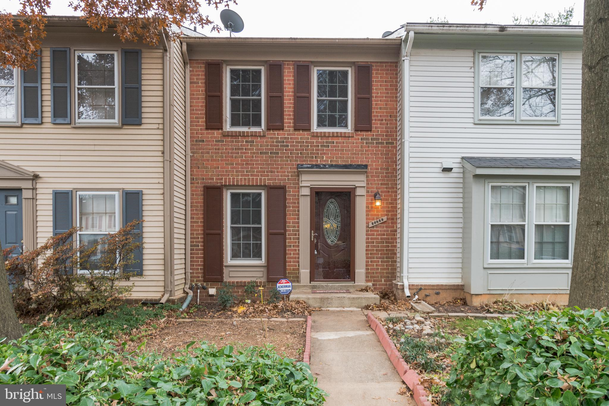 OPEN HOUSE 1-3pm Sat. 12/14/19 Affordable brick front townhome ready for immediate occupancy! Over $