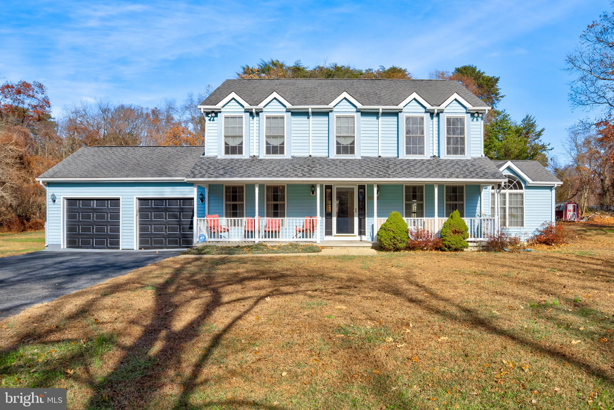 LOCATION, LOCATION, LOCATION! BEAUTIFUL SEVERNA PARK COLONIAL THAT OFFERS 5 BEDROOMS, 3.5 BATHS, 3