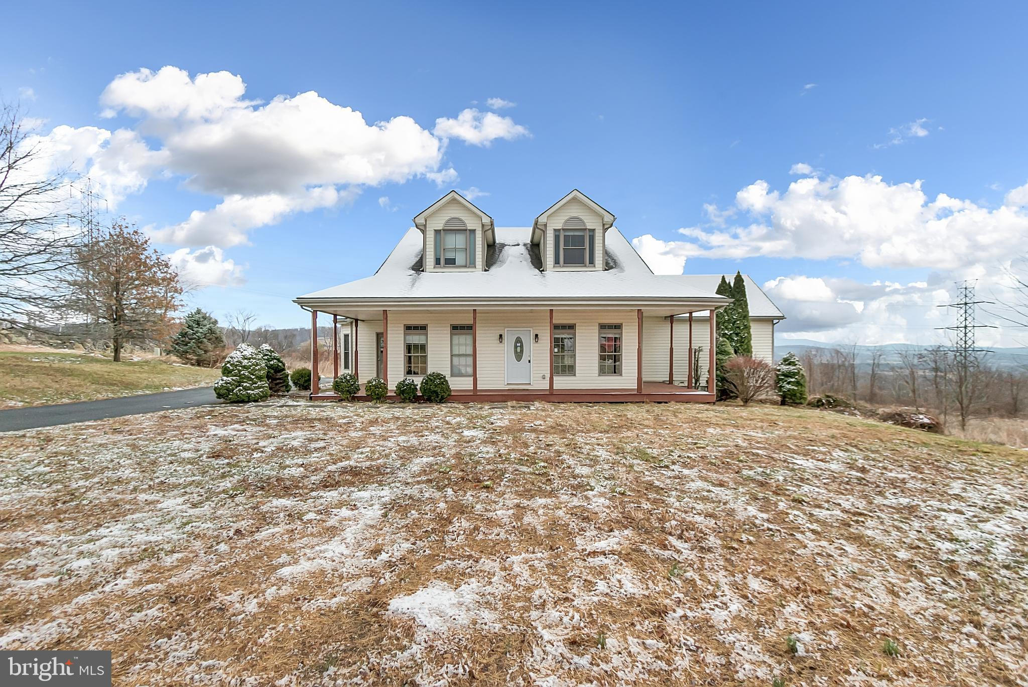 Beautiful Mountain Views! Property features: recently renovated interior, large kitchen with center