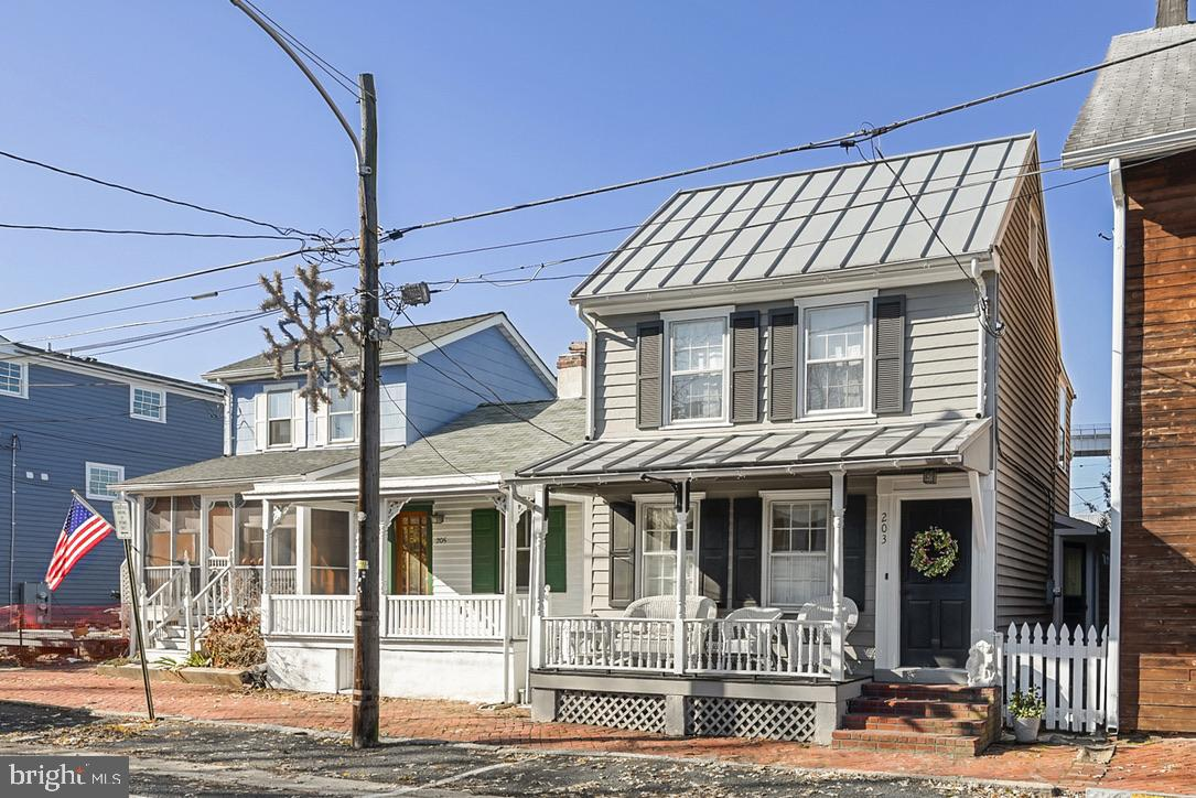 Beautiful, light-filled home just steps from the water in the charming village of Chesapeake City of