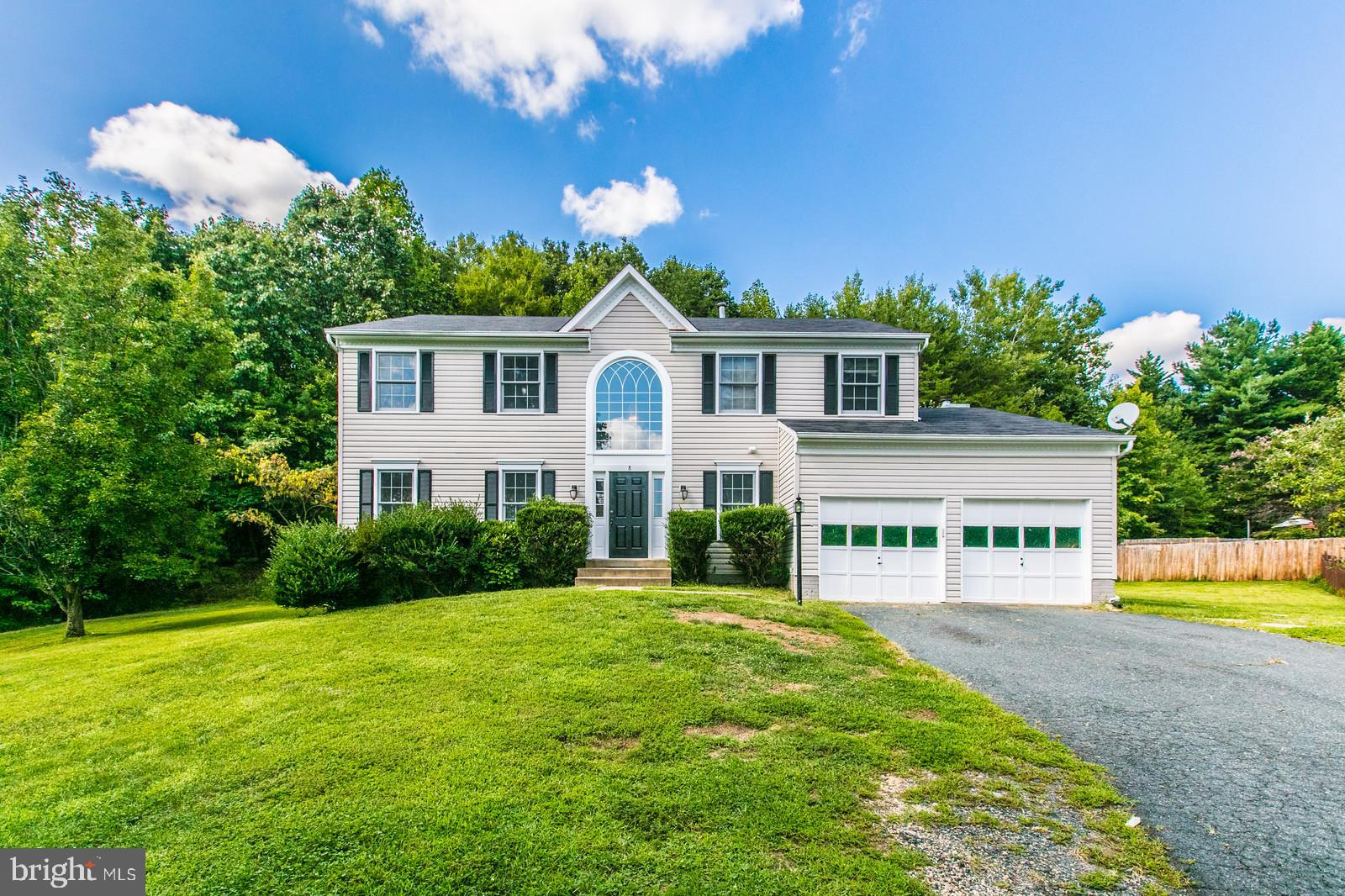 Newly updated!  Freshly painted with new carpet and plank vinyl in the kitchen.   Two story foyer wi