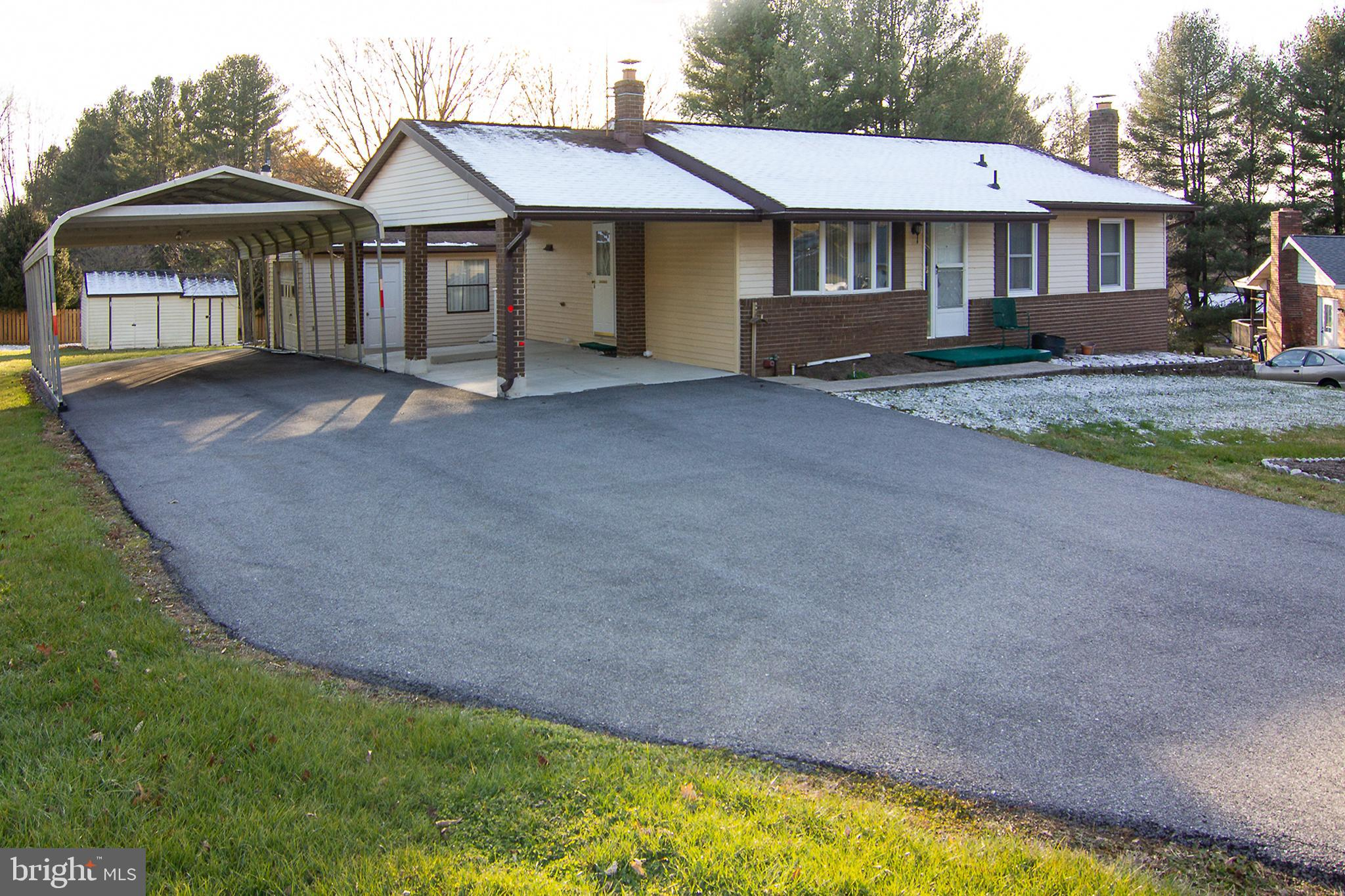 3 Bedroom Rancher, 2 1/2 baths , Formal Dining  Room, Full walk out Basement with Bonus Room and Clu