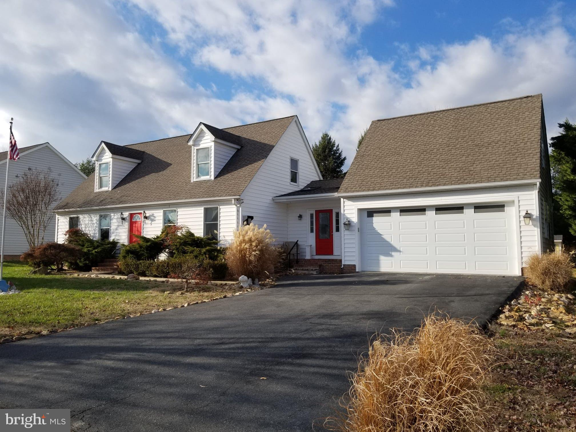 This nice 4BR, 2.5 Bath Cape Cod is nicely positioned on the back row of homes in Wetherbee II.  Wit