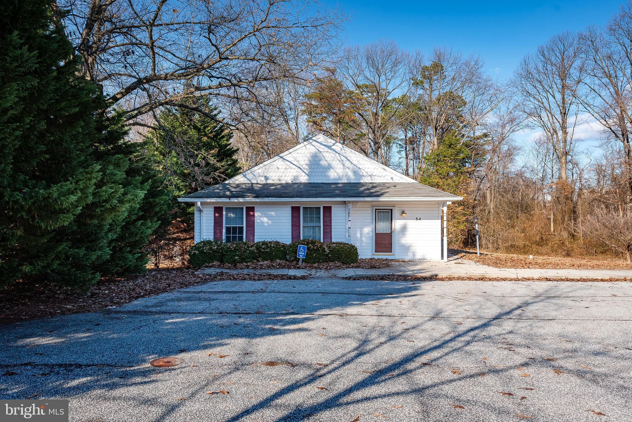 FINANCING FELL THROUGH..Set up as a Assisted Living or Group Home setting. Enter to a open area with