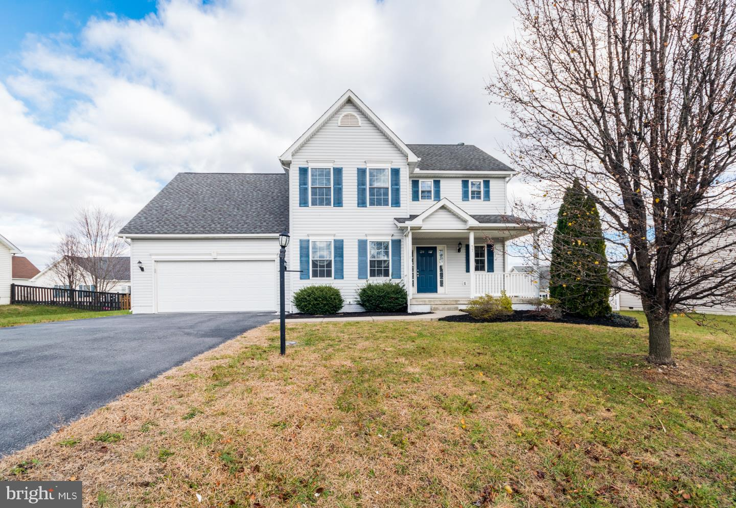 Perfect home just remodeled in the hammonds mill community. 4 bedrooms on the upper level including