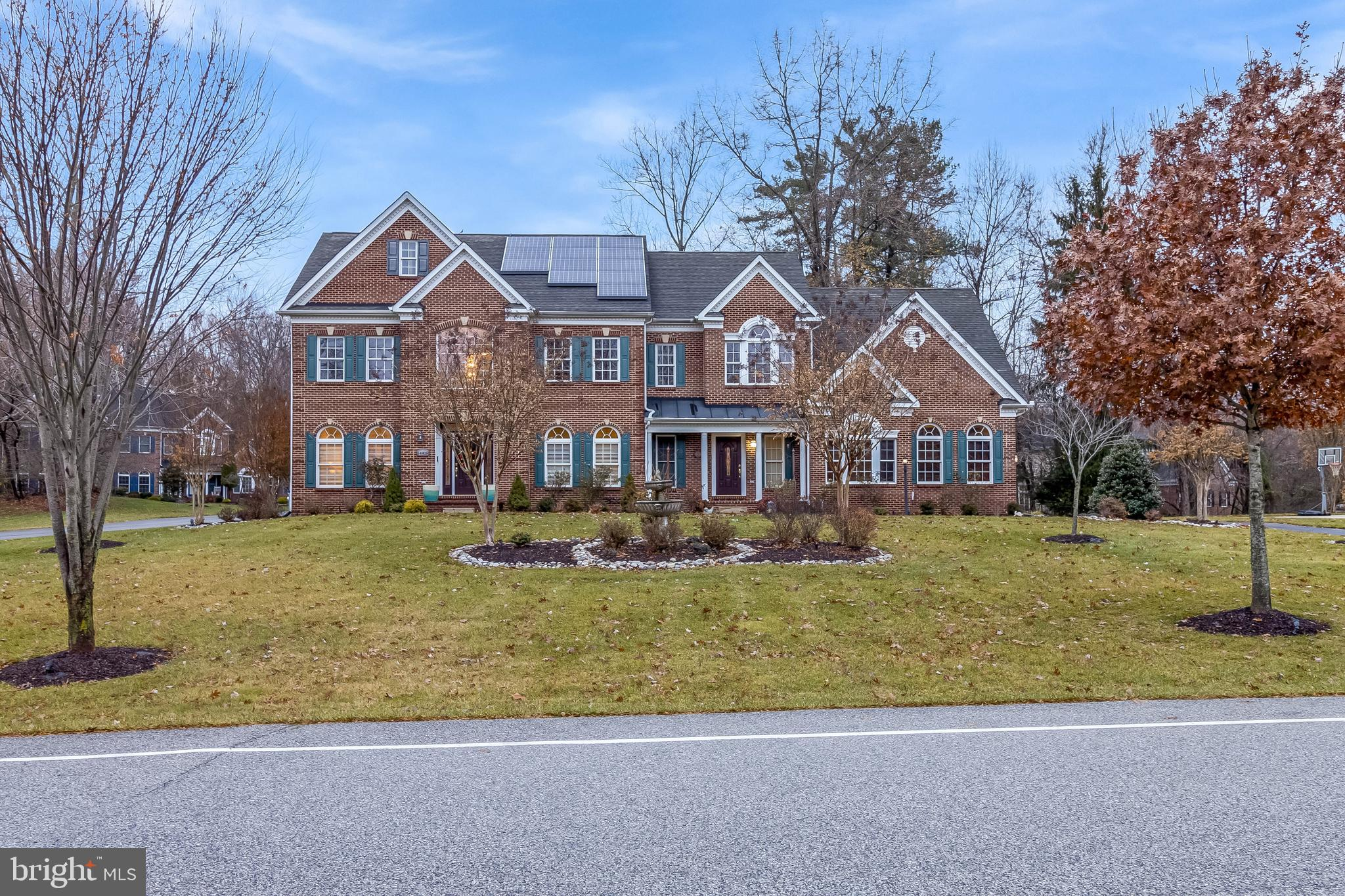 Gorgeous home in sought after Tall Oaks/Woodmore area that shows like a model home.  Pride of owners