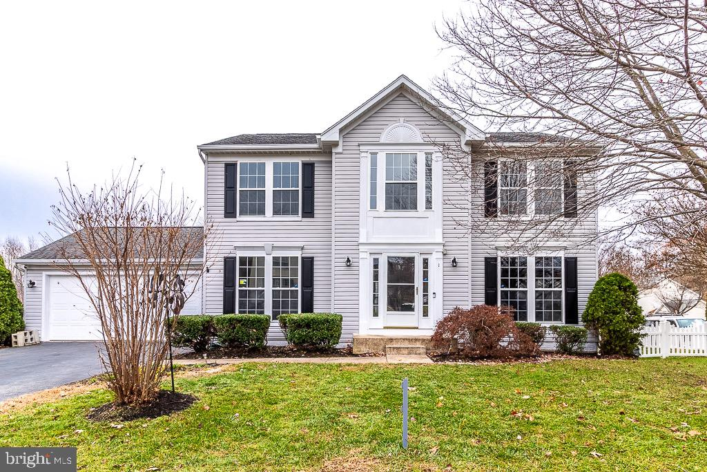 COME SEE THIS CHARMING 3 BEDROOM, 2 FULL BATHROOM, 2 HALF BATHROOM HOME IN SOUGHT AFTER AND AMENITY