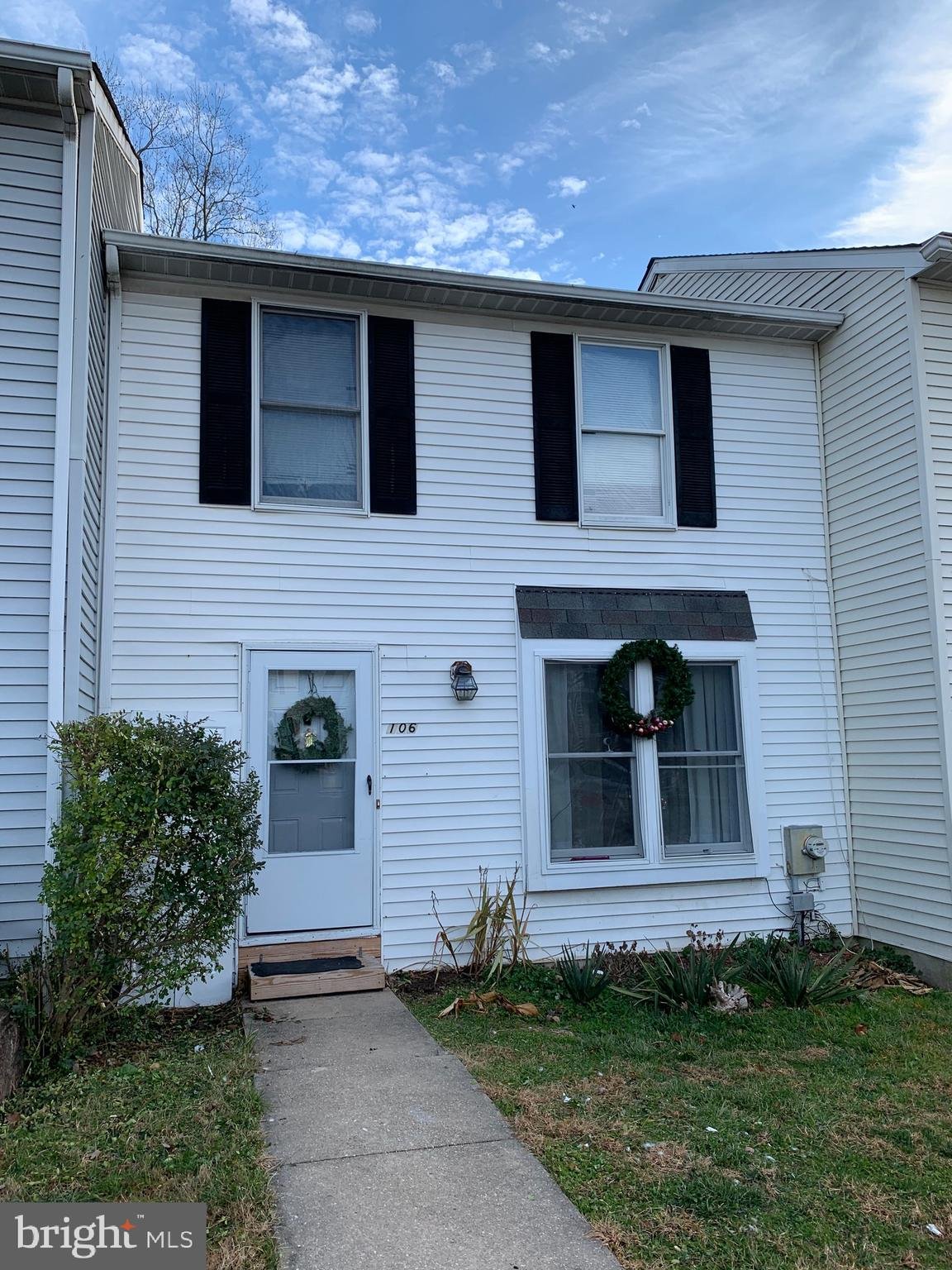 Welcome Home! This Beautiful Town Home has 2 spacious bedrooms and 1 and 1/2 bathrooms!  As you ente