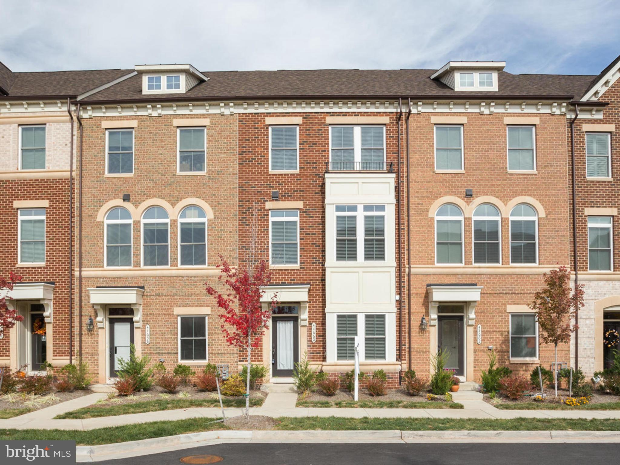"WOW!!! NV ""EDISON LAKE"" MODEL IN LOUDOUNS MOST DESIRABLE COMMUNITY, ONE LOUDOUN!!***CONVENIENT LOCAT"