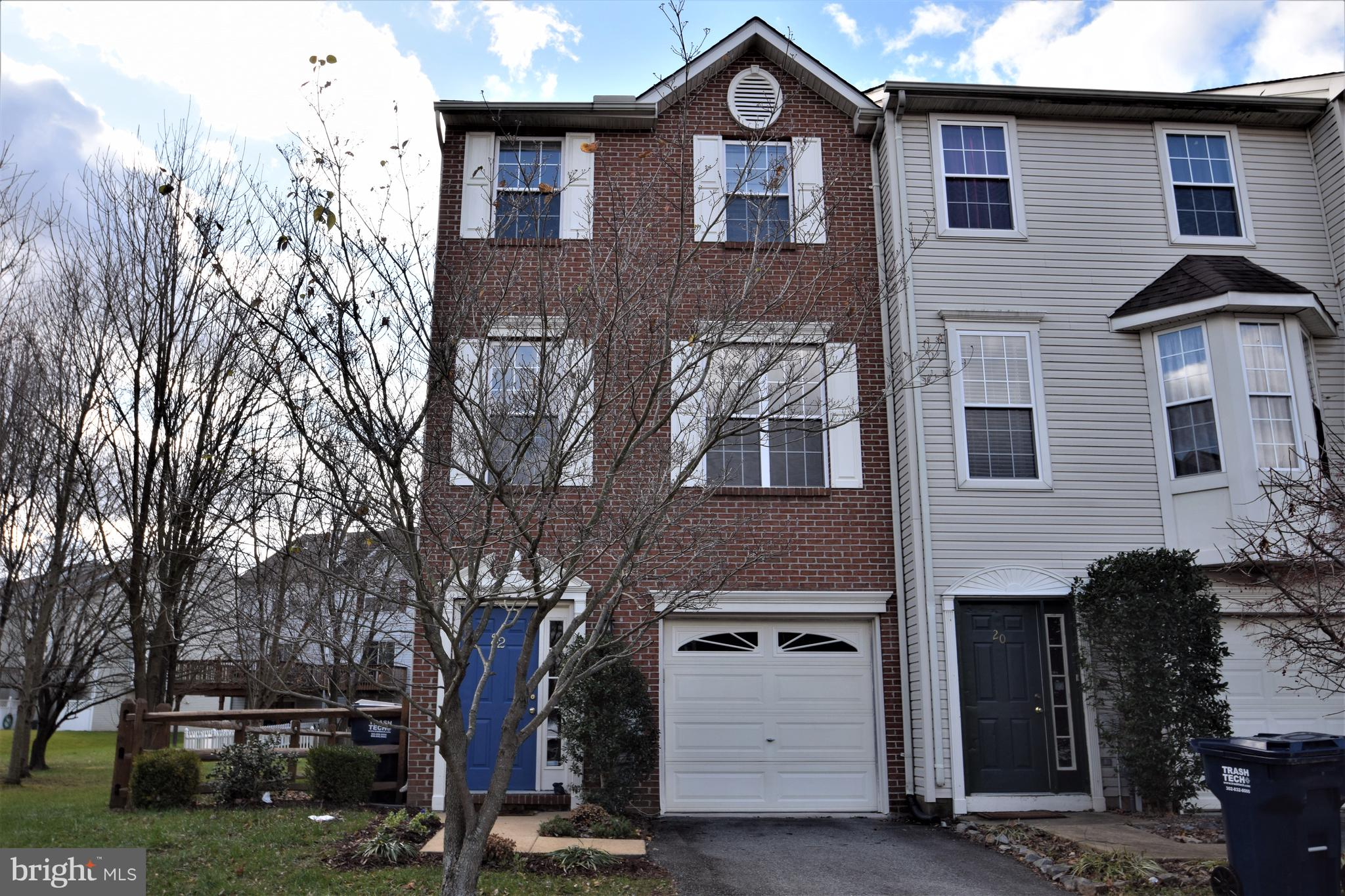 This is a clean, well maintained, end unit, brick front, townhome in Persimmon Creek! Fresh paint th