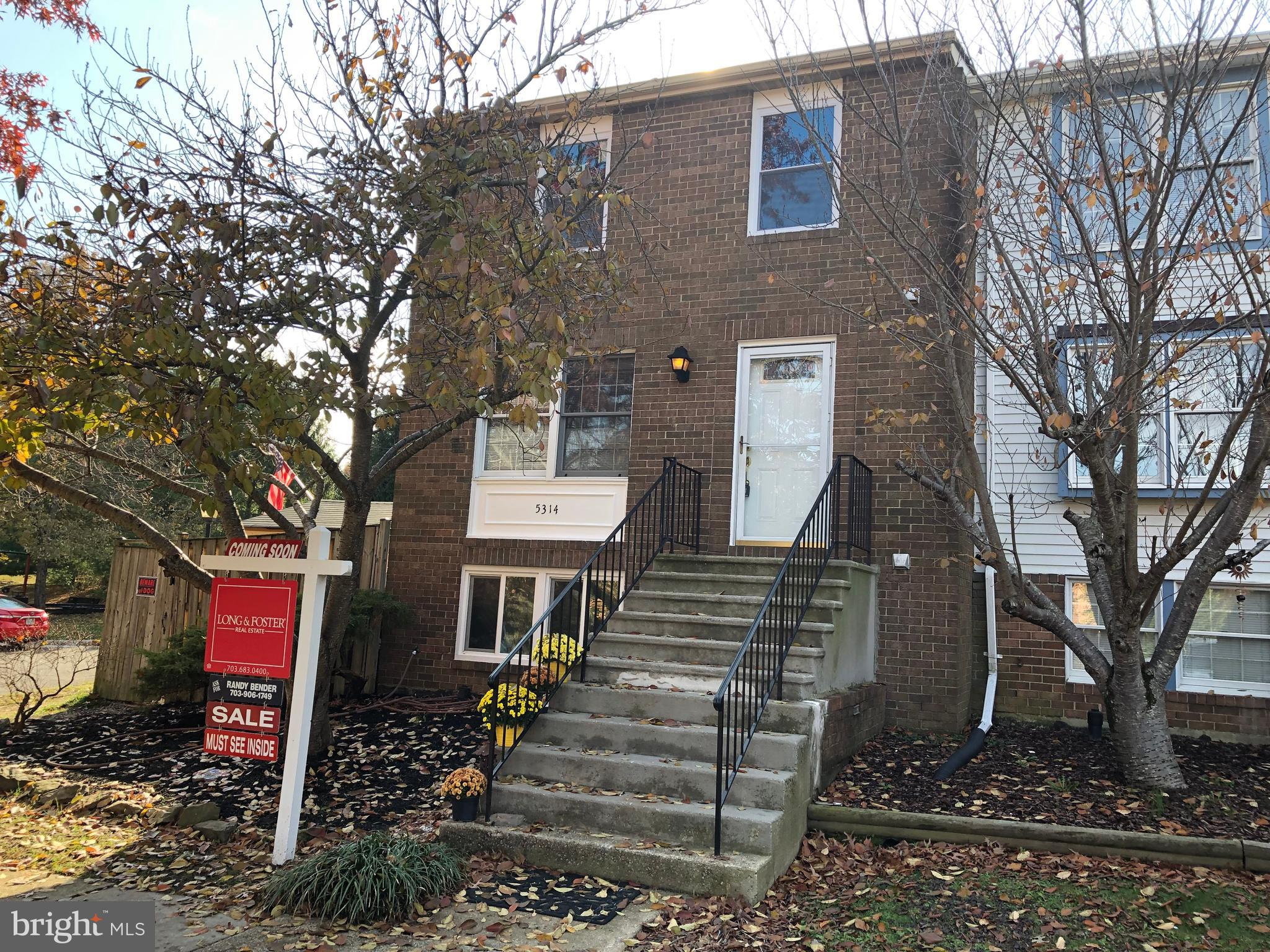 Welcome to 5314 Martinique Lane that has just been updated. Freshly painted thru out. All baths with