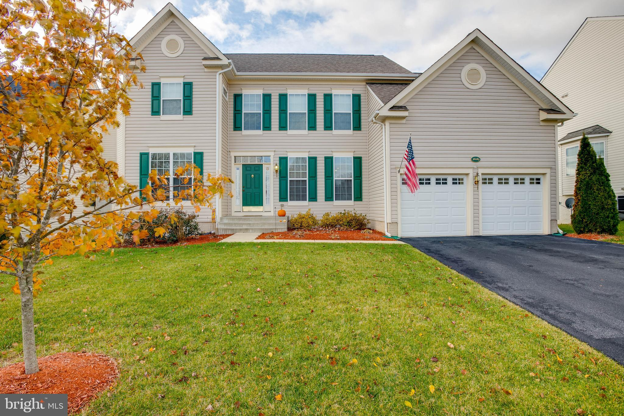 This beautiful home offers casual sophisticated living in Round Hill with over 2500 sq ft, 4 bedroom