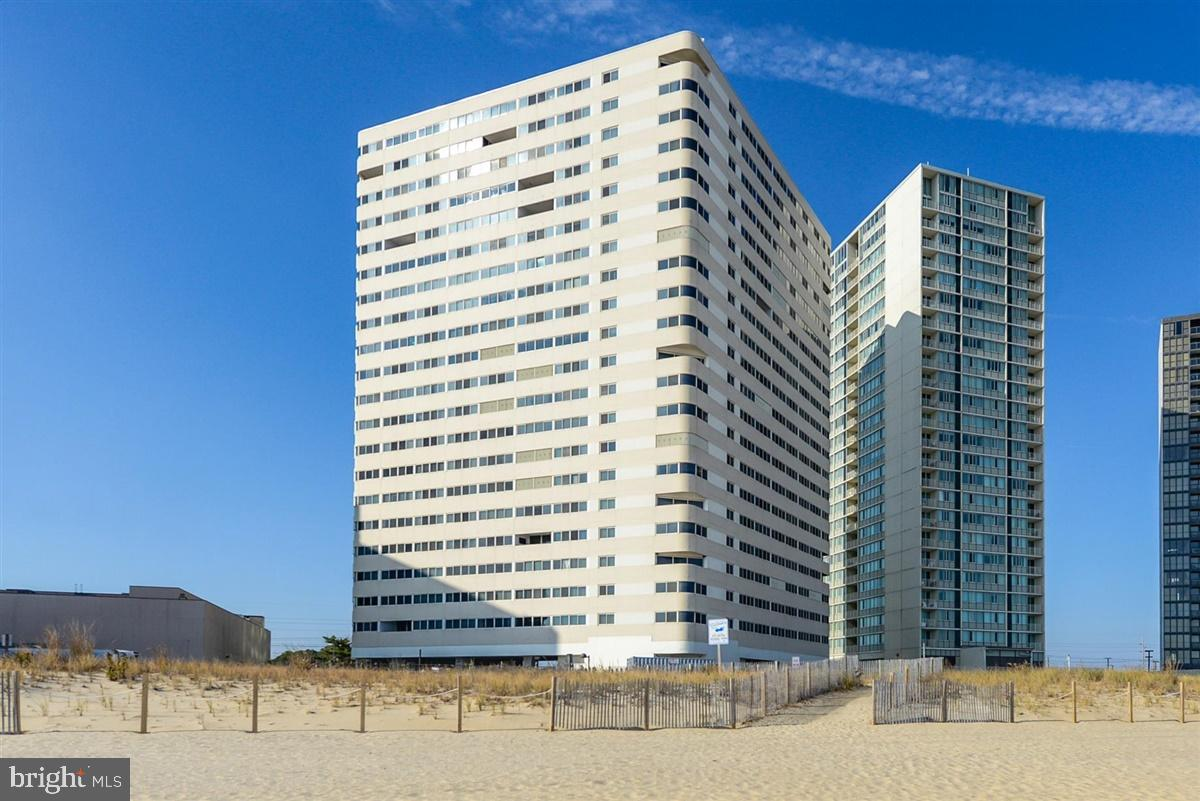 Atlantis #508 is a lovely 2 bed, 2 bath condo that has been well maintained and has a strong rental
