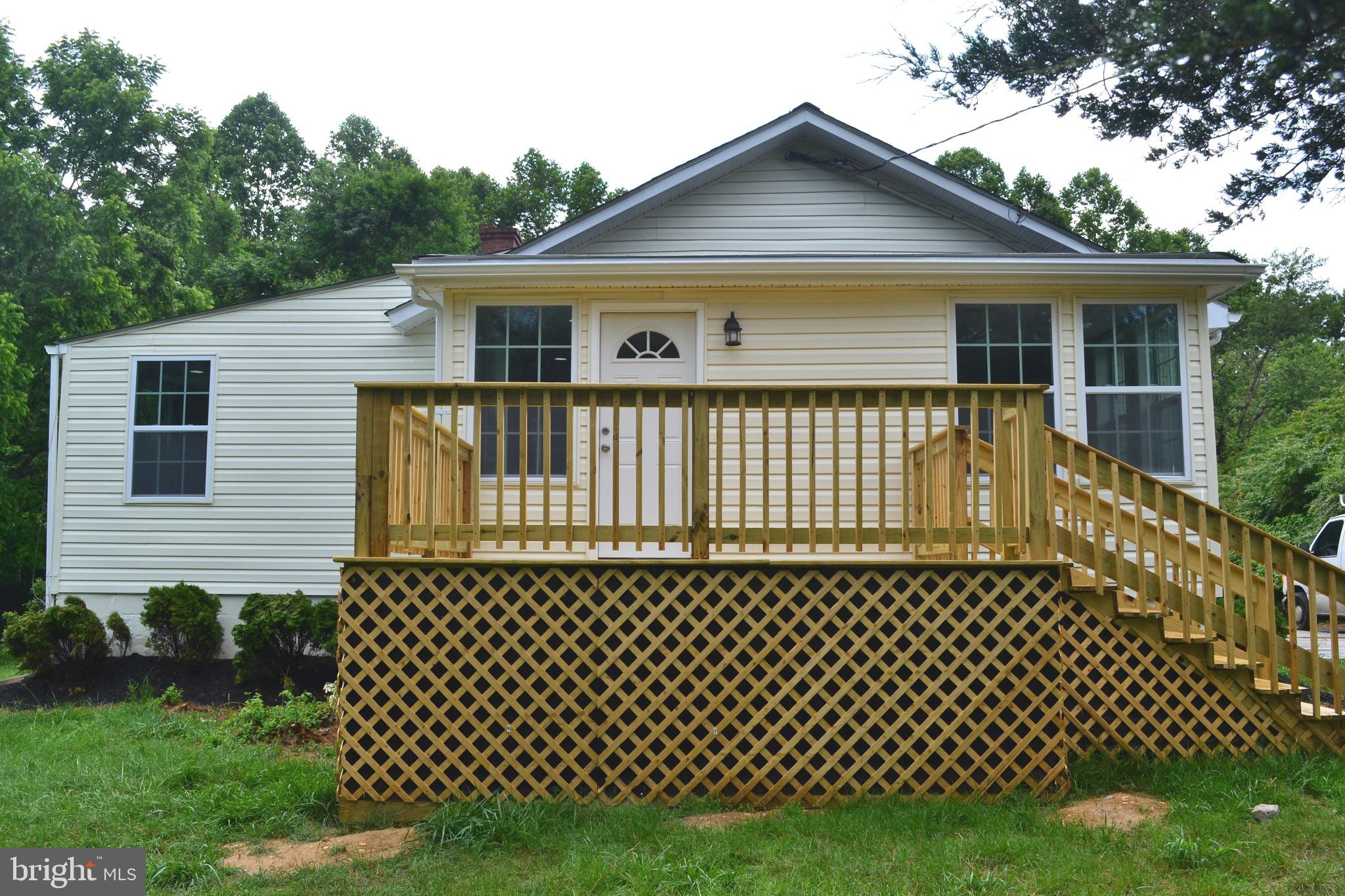 Welcome Buyers! Don't miss this great opportunity to own this beautiful 2 Level SFR DETACHED with NO