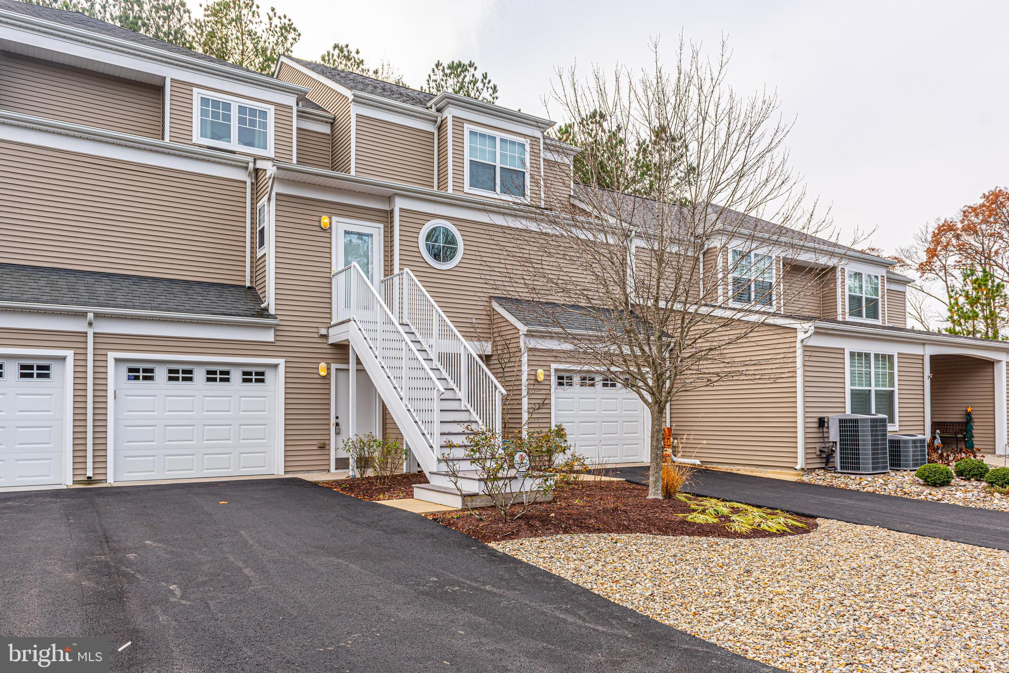 Impeccably kept town home, just minutes to Bethany Beach, downtown, boardwalk and all conveniences.
