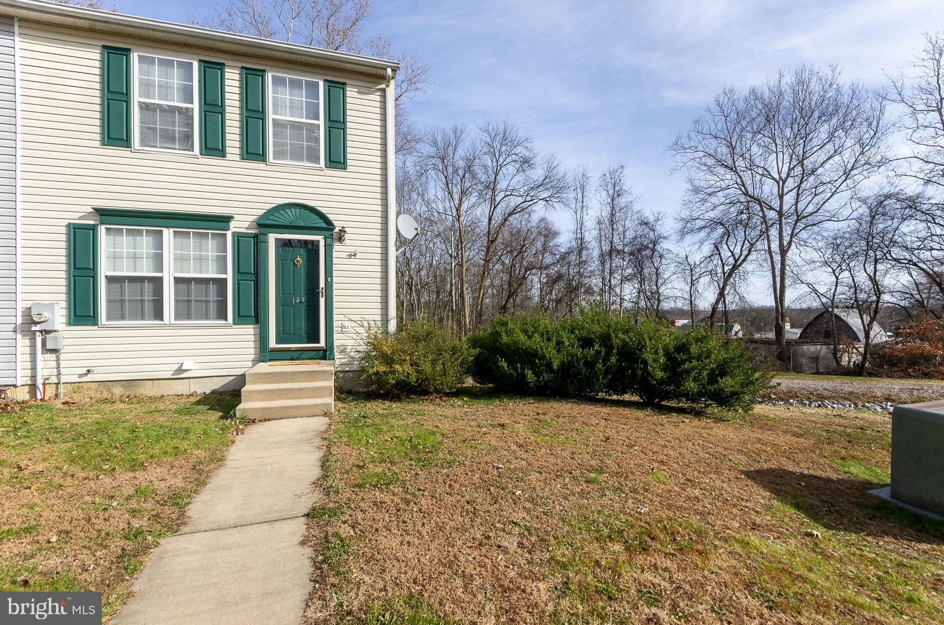 USDA ELIGIBLE! Don't miss this one! This spacious end-unit has been very well maintained! Updates in