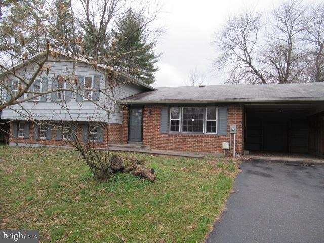 """Amazing  and rare opportunity to buy this  """"TRUE"""" Split Level detached home in the sought after Hickory Ridge Community. 5 bedrooms and 2.5 baths await the lucky homeowner or the savvy investor. Marble , hardwood and carpeted floors, granite counters, stainless steel appliances and so much more. Kitchen has plenty of table space and an entrance from the covered carport. Master bath has a walk in closet and a full bathroom.  Fully fenced back yard is a Horticulturalist dream with a  pond and almost a half an acre of land alone. Lowest level can easily be finished for additional living space. Wood burning fireplace in the lower level family room. This house has so much to offer. Don't miss your chance to own this detached home that's priced like a townhouse."""