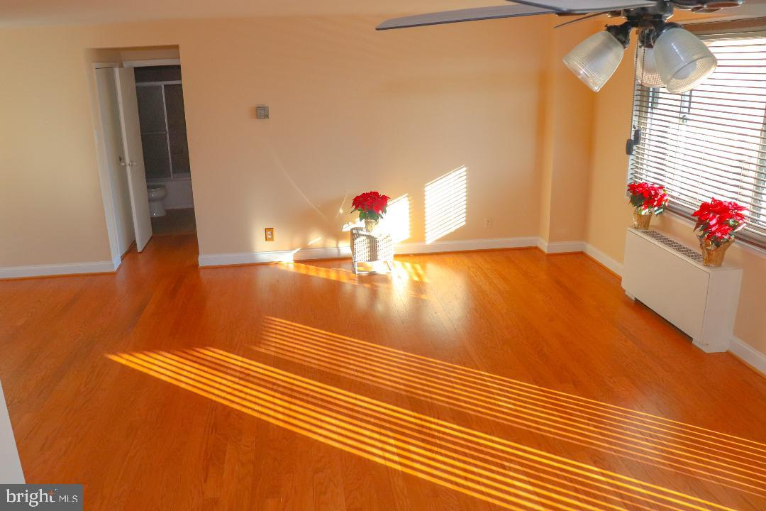 Beautifully redone 1 bedroom, 1 bath unit with new floors. Lots of closet space, spacious living roo
