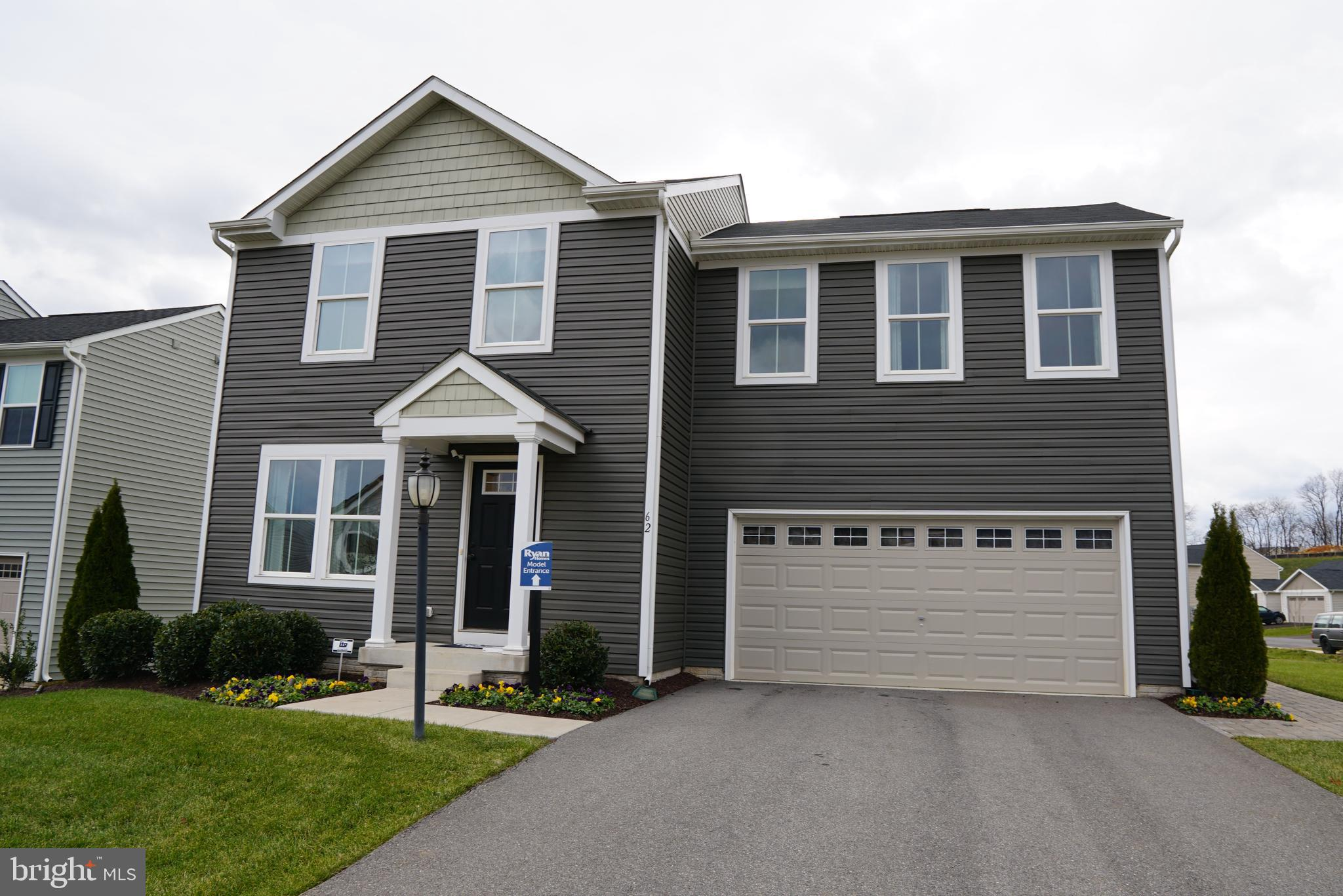 This 4bd, 2.5ba MODEL home is ready for you to call it home!  With an open floor plan concept, this