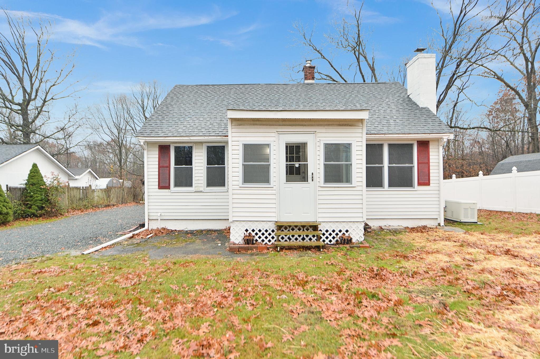 CHARMING 2 BEDROOM, 1 FULL BATH RANCH ON .75 OF AN ACRE.  RECENT RENOVATIONS.  NEW KITCHEN, APPLIANC