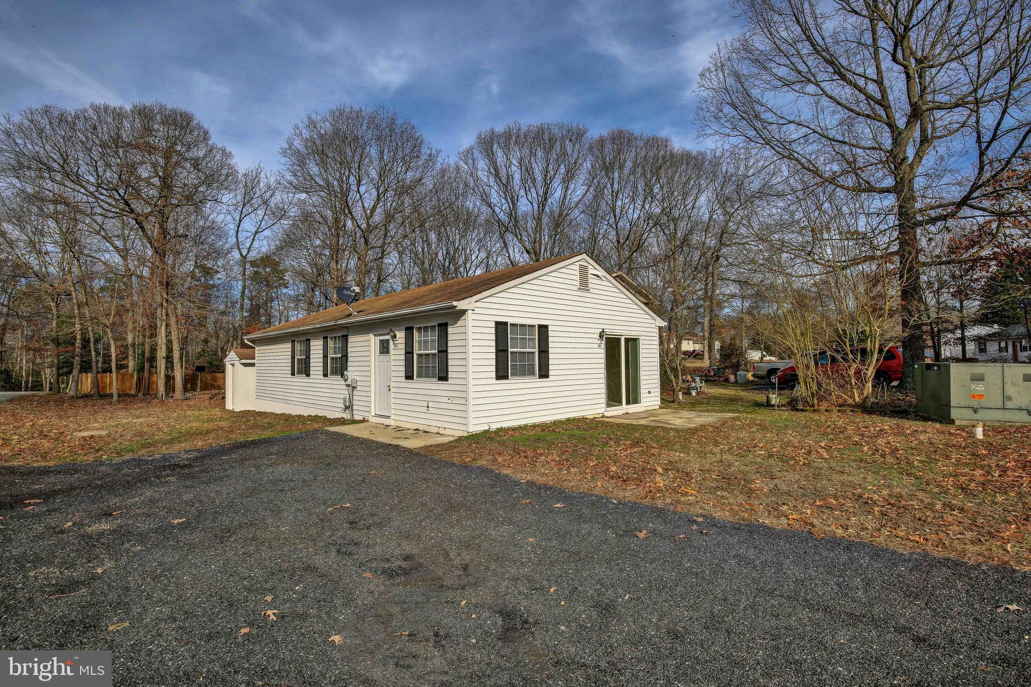 Cute as a button! This house has new carpet fresh paint and updated Kitchen. HUGE corner lot. Perfec