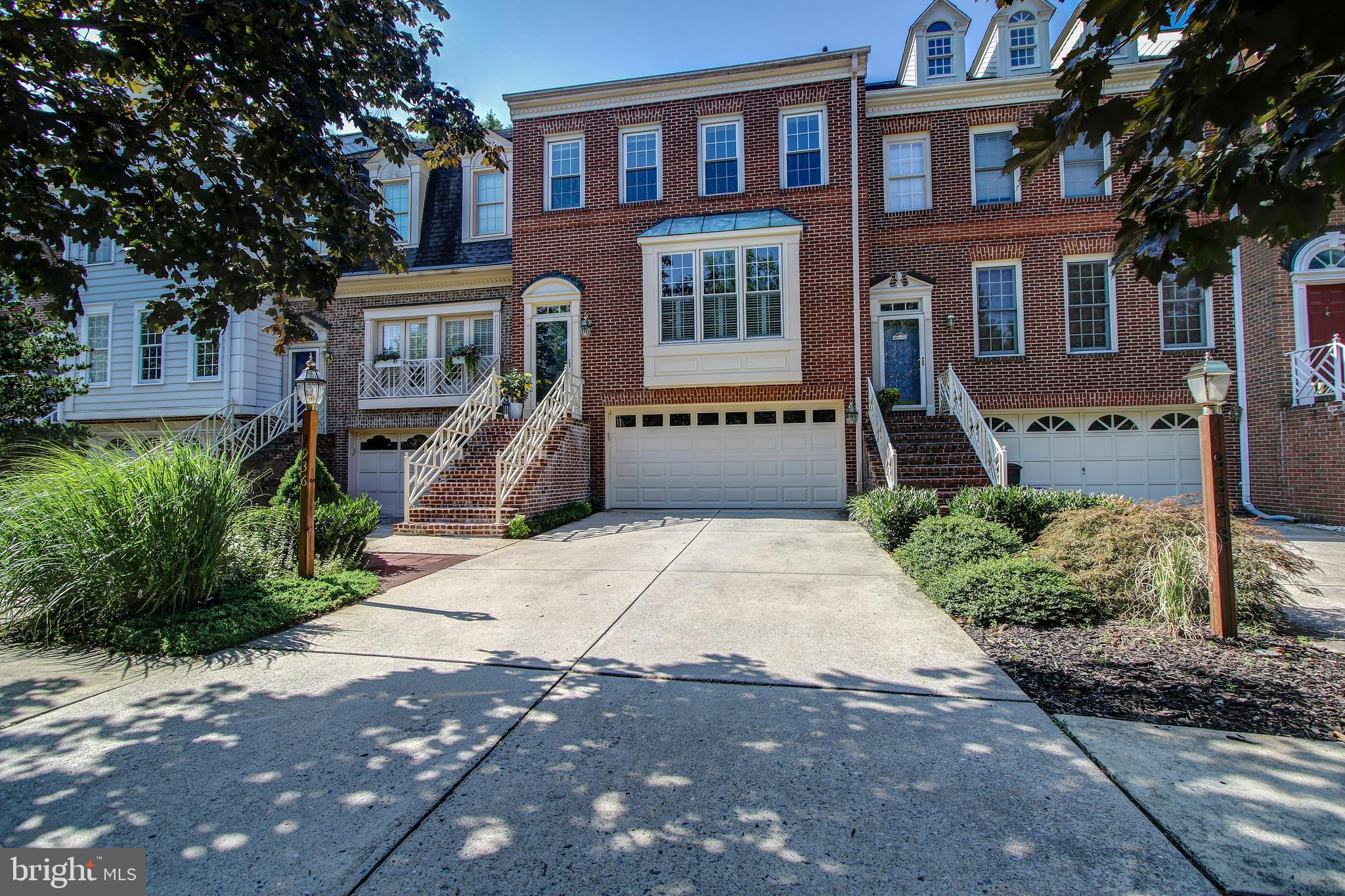 REMODELED 4 LEVEL TOWN HOME W/UNPARALLELED FIT & FINISH....SIMPLY PERFECT NEW BATHS & KITCHEN, NEW H