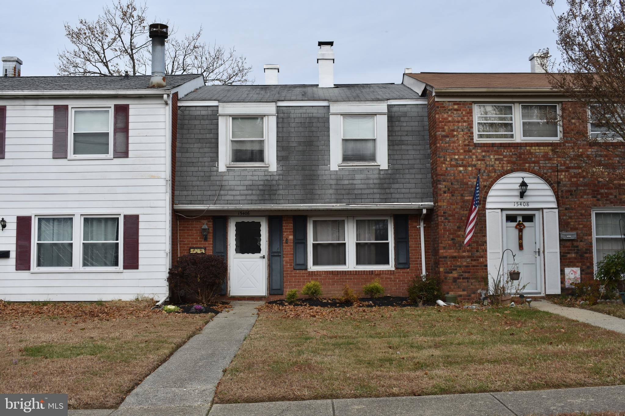 Updated and charming town home in Belair Town, strategically located near shopping center, grocery store and restaurants. This home offers newer flooring throughout, separate dining room leading to a ample fenced-in patio. Wonderful community right off Belair Swim and Racquet Club.
