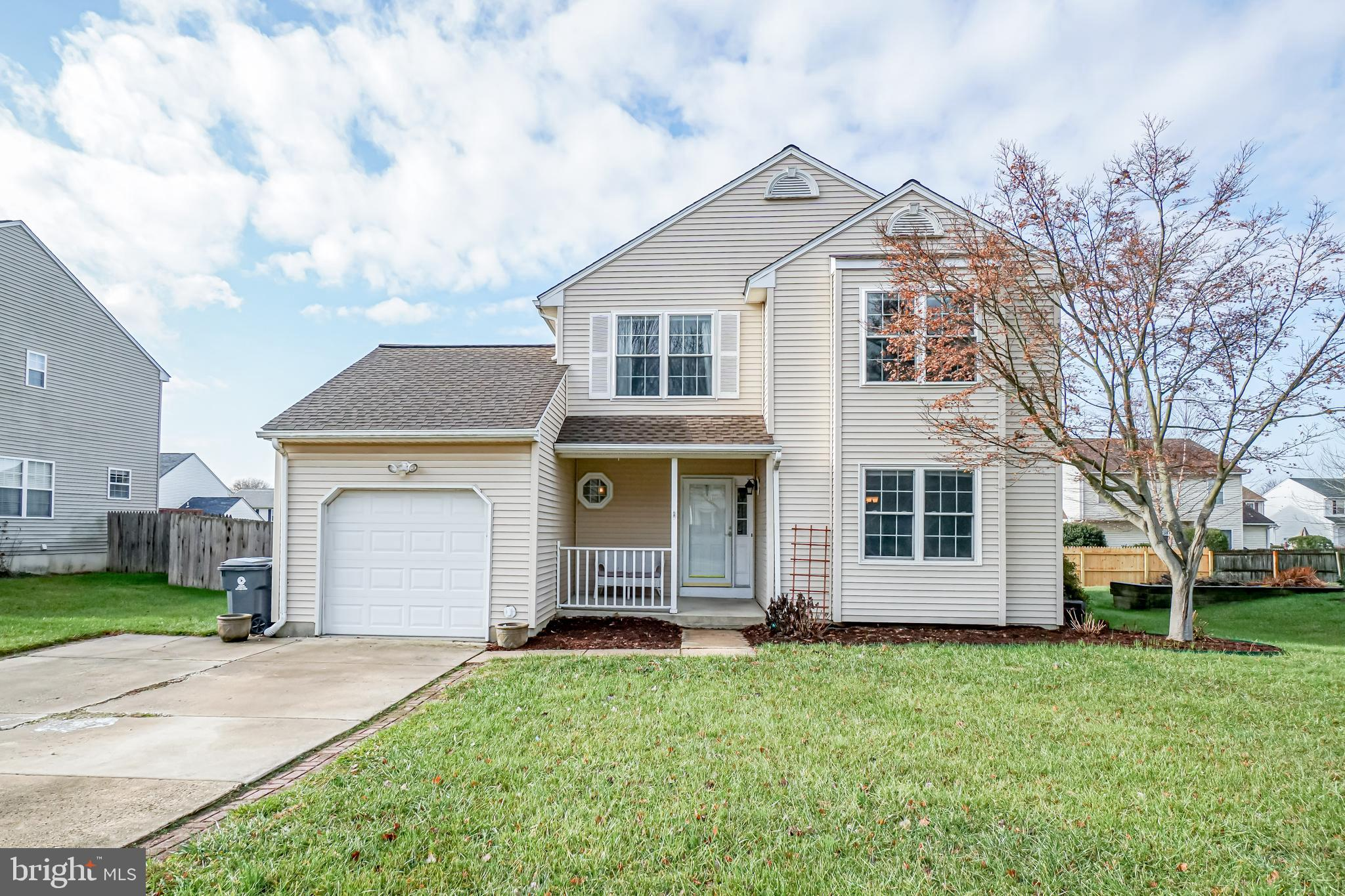 Meticulously maintained 3 bedroom, 2.5 bath home in Rutledge.  Enter into the foyer where you're gre