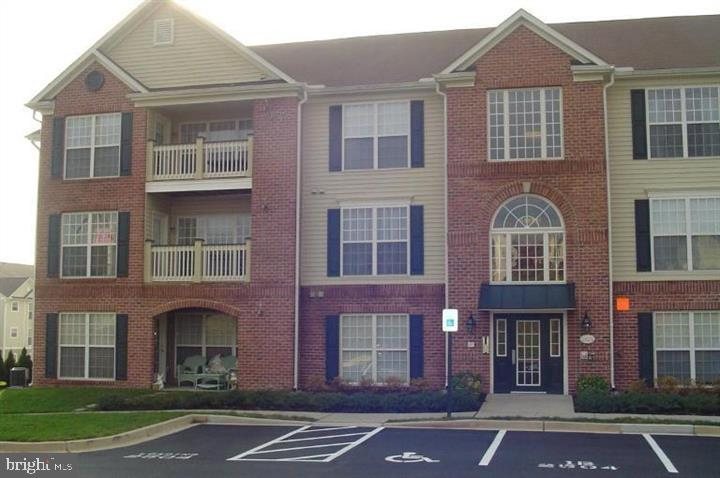 RARE 3 bedroom/2 bath PENTHOUSE unit in Whittier!!  Lots of space!  There are only a few 3 bedroom u