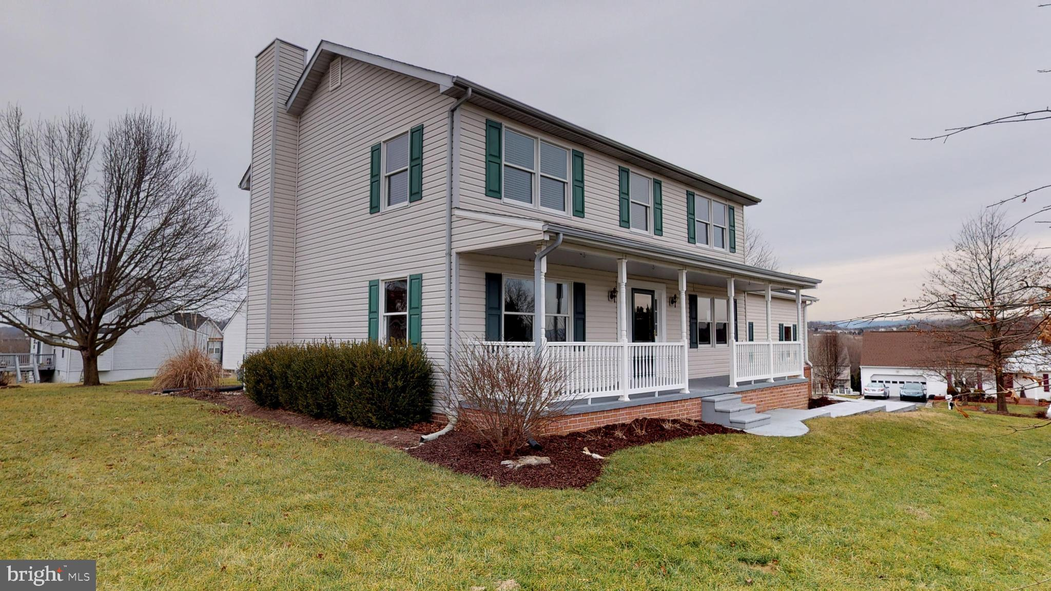 Lovely home in the desirable Stonebridge Community! This community has lots of amenities: community