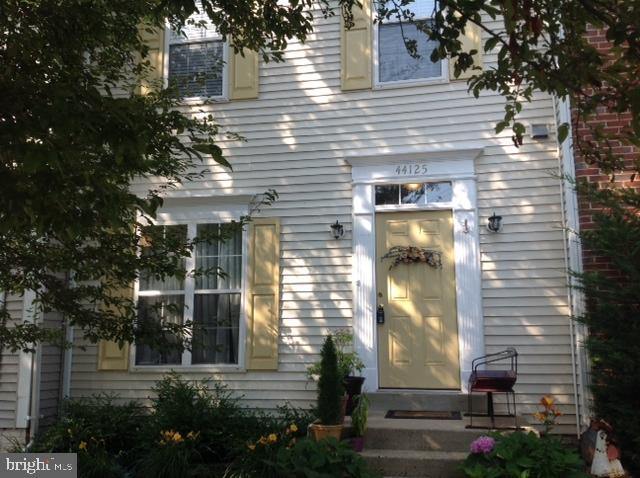 Great 3 bedroom 3.5 bath townhome in Ashburn Village. Pool year round, tennis, shopping, all right n