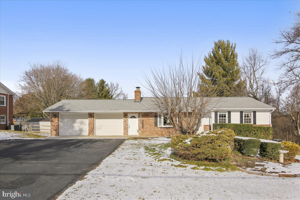 Wow!  Great Location! Great Lot! Great Home!  Don't Miss Your Opportunity To Nab This Gem!  Just Min