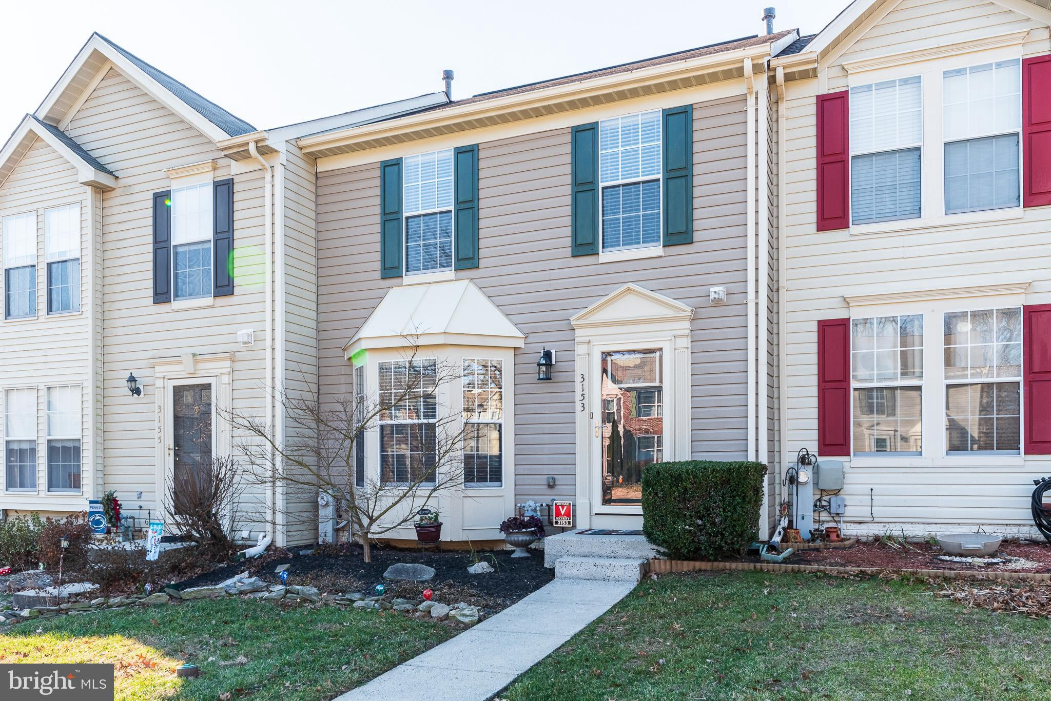 MUST SEE UPDATED 3 BED, 1.5 BATH TOWNHOME IN BOX HILL SOUTH!! THIS HOME HAS MANY FEATURES INCLUDING