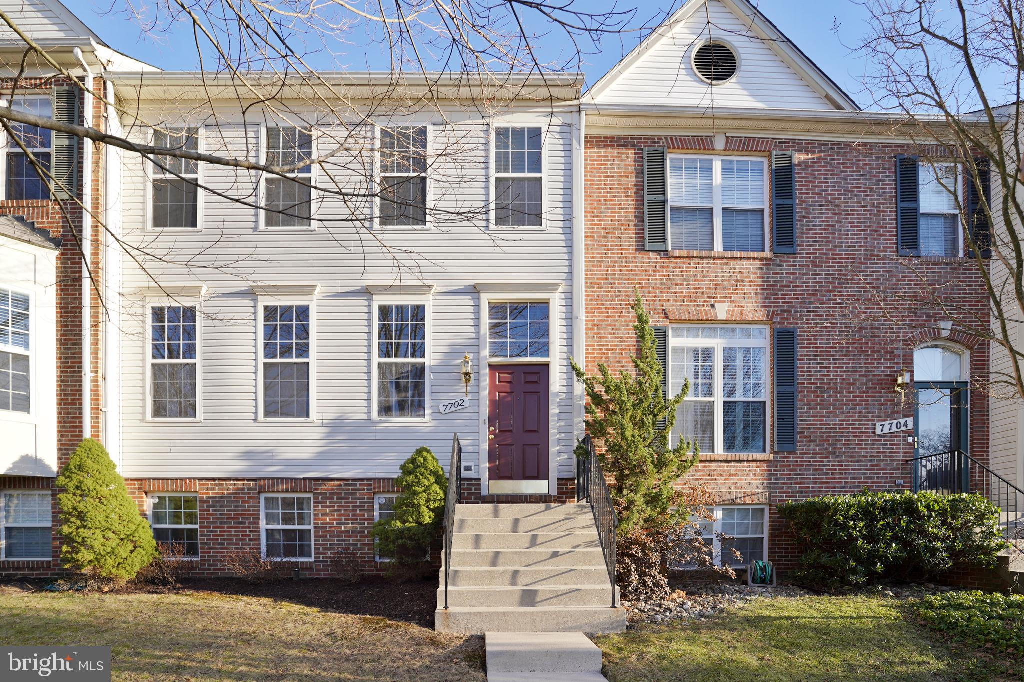 Absolutely amazing townhome with 4 bedrooms and 3 and one half baths located in sought after Ridgecr