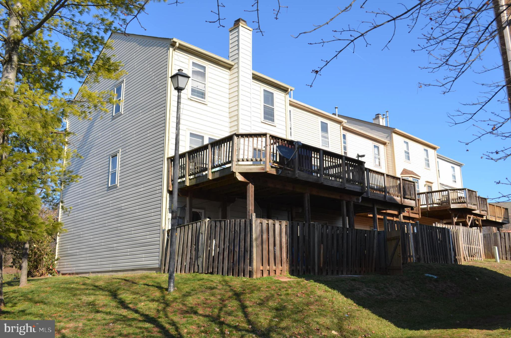 Lovely 3 Level End Unit Townhome W/Deck in Sought after Ballsford. Quiet Neighborhood. Conveniently