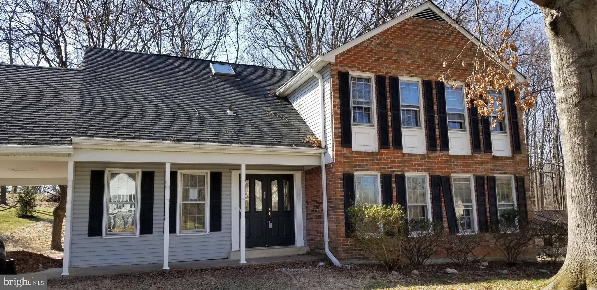 Welcome Home!!! 5 bedroom home in Thunder Hill - Quiet tree lined Cul-de-Sac. Brick front - Hardwood