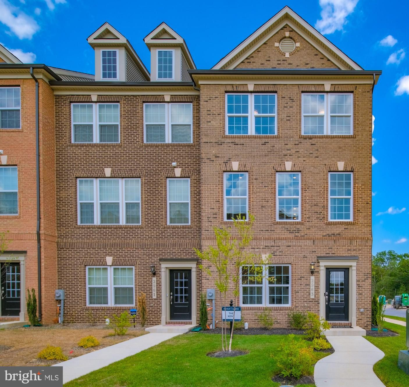 This community is in the city of Waldorf, beautifully designed open floor plan, this is an end unit