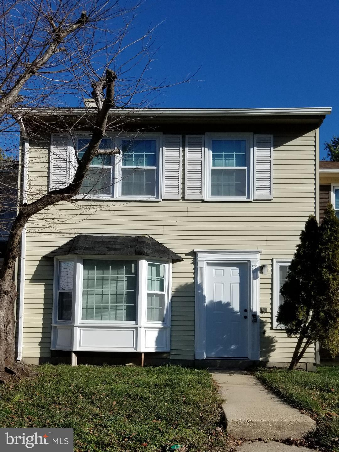 Vacant and ready to go, Show and Sale.  Beautifully updated 2- Level Townhome,  Eat- in Kitchen, Cer