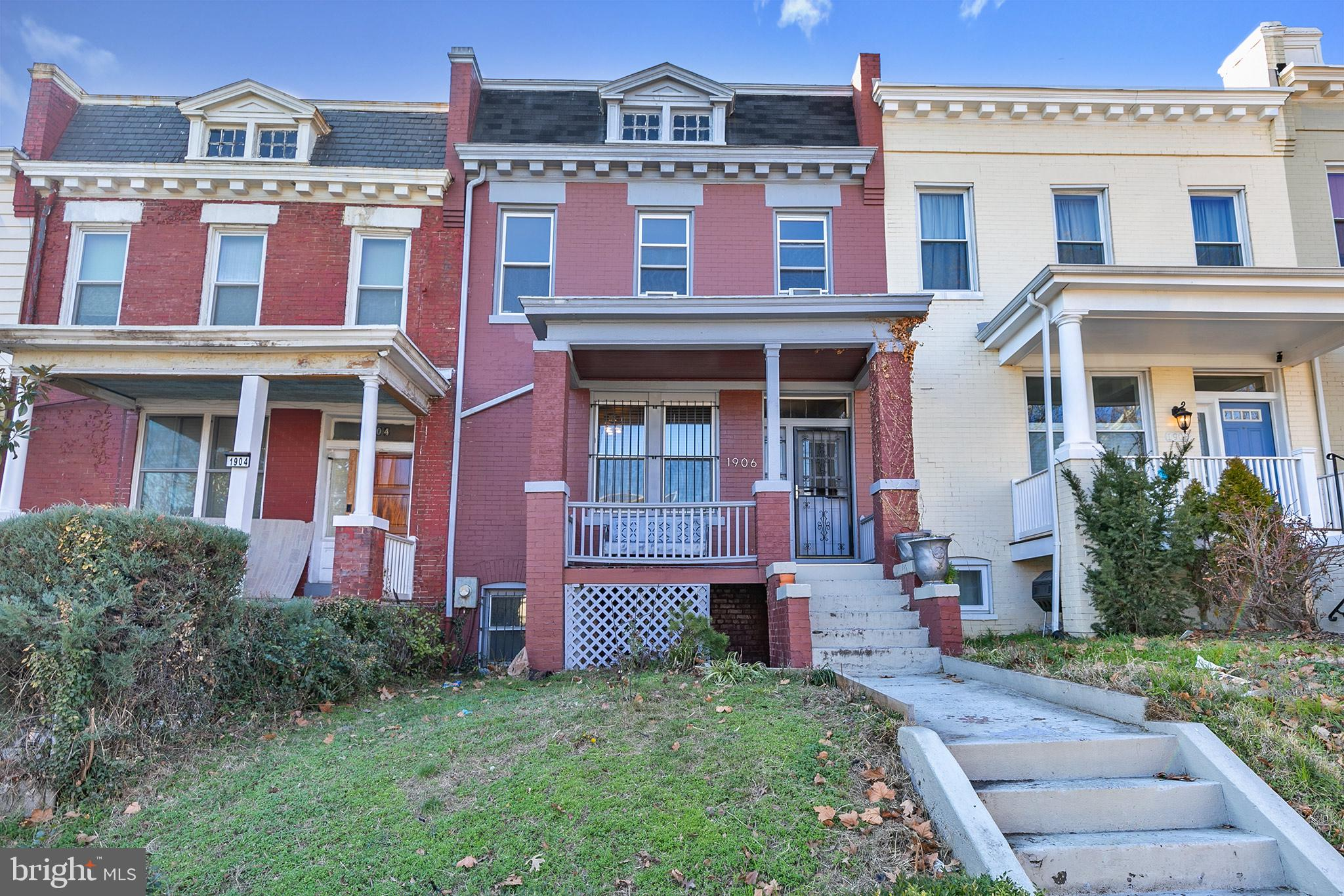 Use your creativity on this lovely Federal-style row house located in the heart of the Eckington. Pr