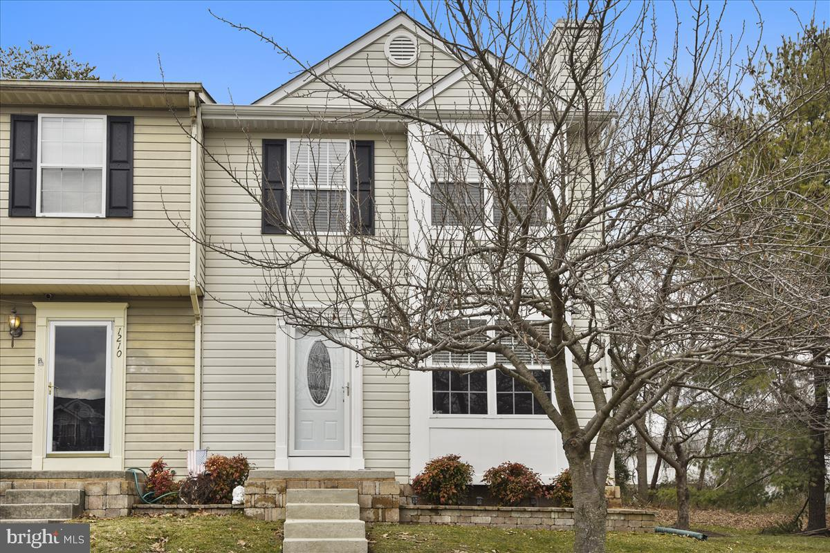 This end-unit townhome is in great shape! Clean and ready to move into. Backing to privacy and trees