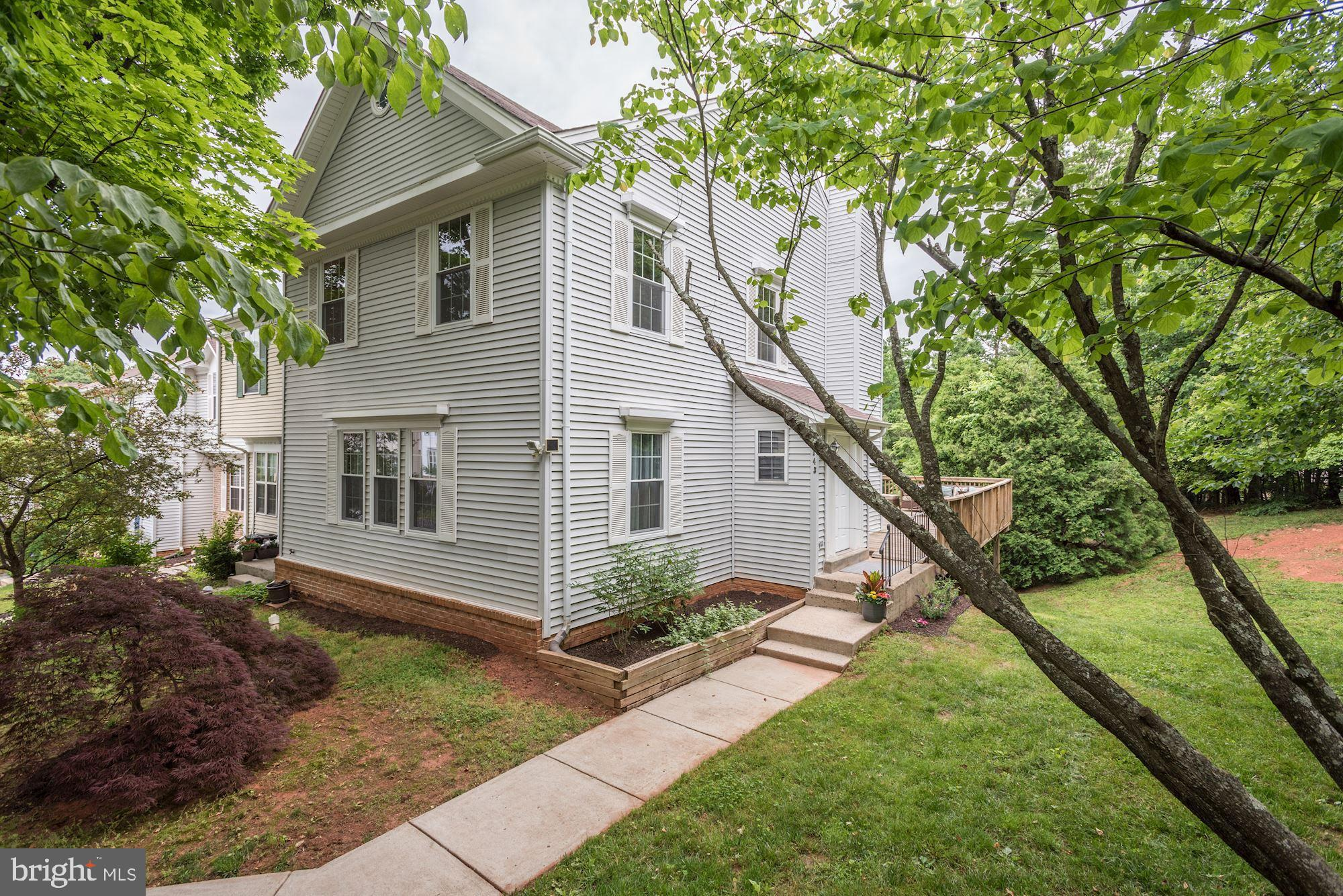 OPEN SUNDAY, 7 June 2-4 p.m. This one is really beautiful! The kitchen was remodeled just like you w