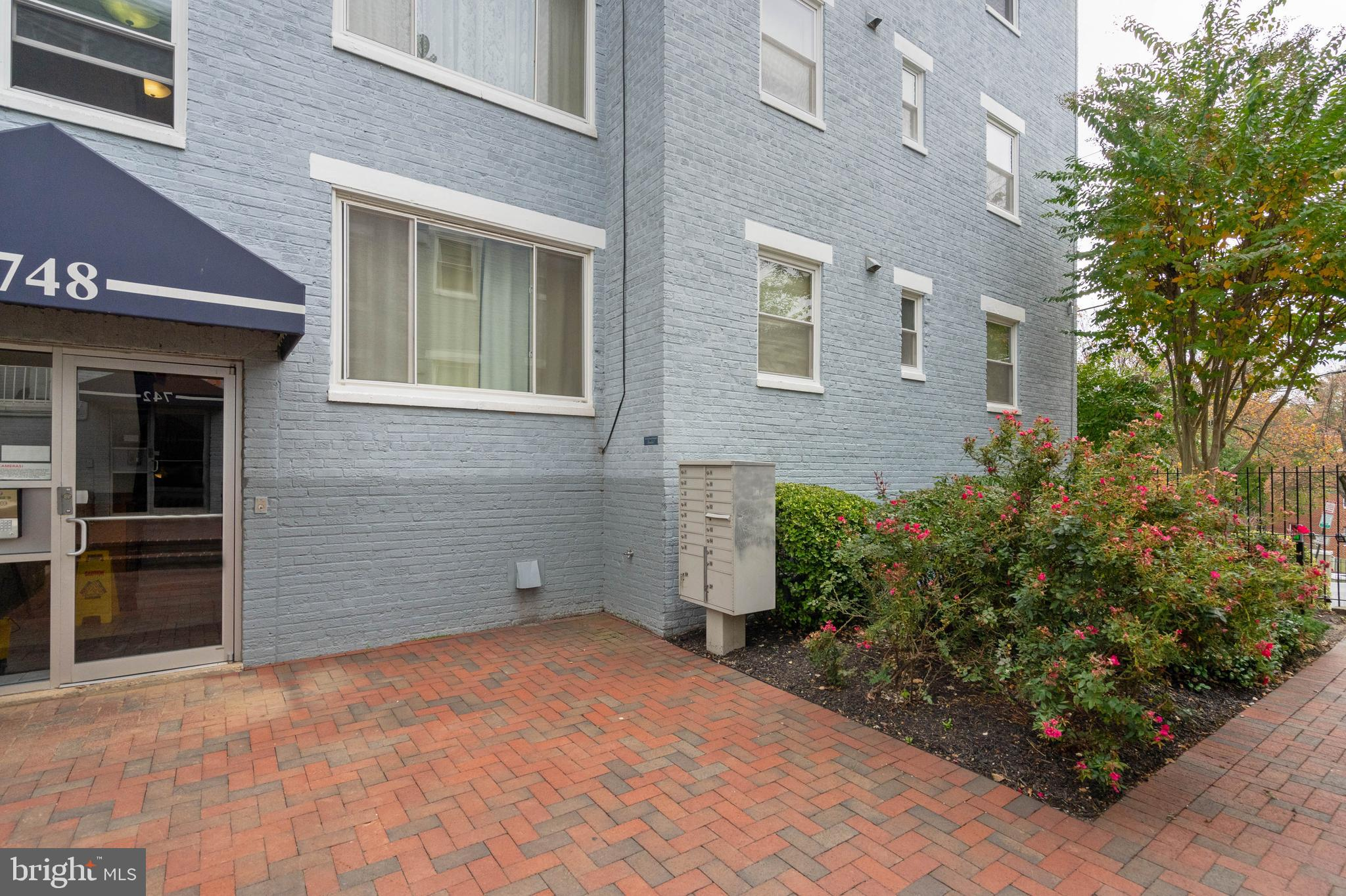 Well maintained condo within an access-controlled building and community; freshly painted and new w/