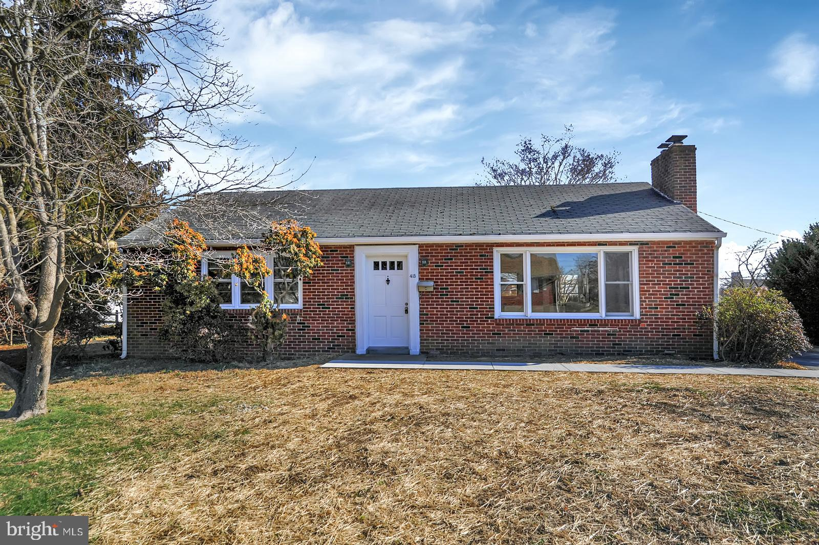 Beautifully renovated 3 bdrm/1 bath home located in the highly desirable community of Lynford. There