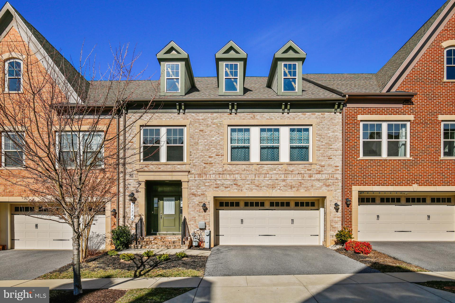 Fantatsic energy efficient luxury townhome nestled in the heart of Maple Lawn boasting hardwood , cr
