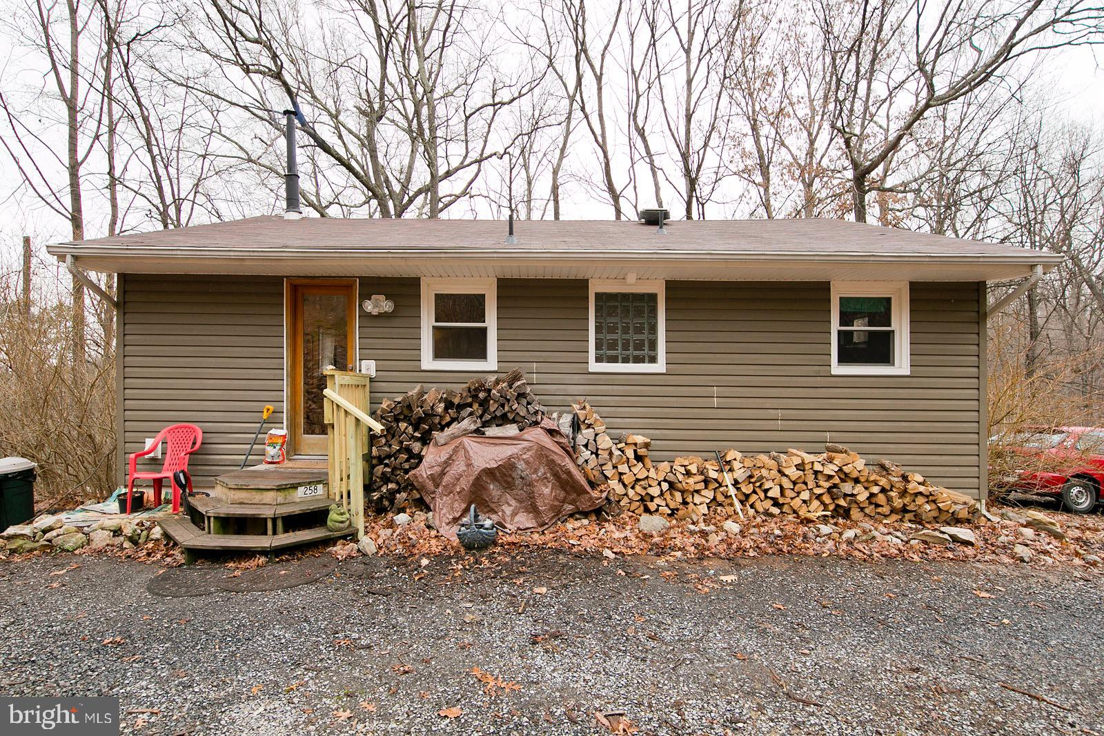 Enchanting Cottage on 5 Acres of Woods - Less than 30 Minutes from Winchester or Middleburg & 45 min