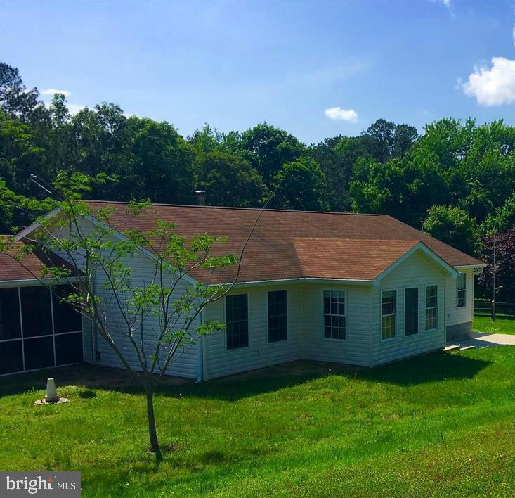 One level living on 1.441 acres! Fresh and clean rambler in a country setting close to PAX River NAS